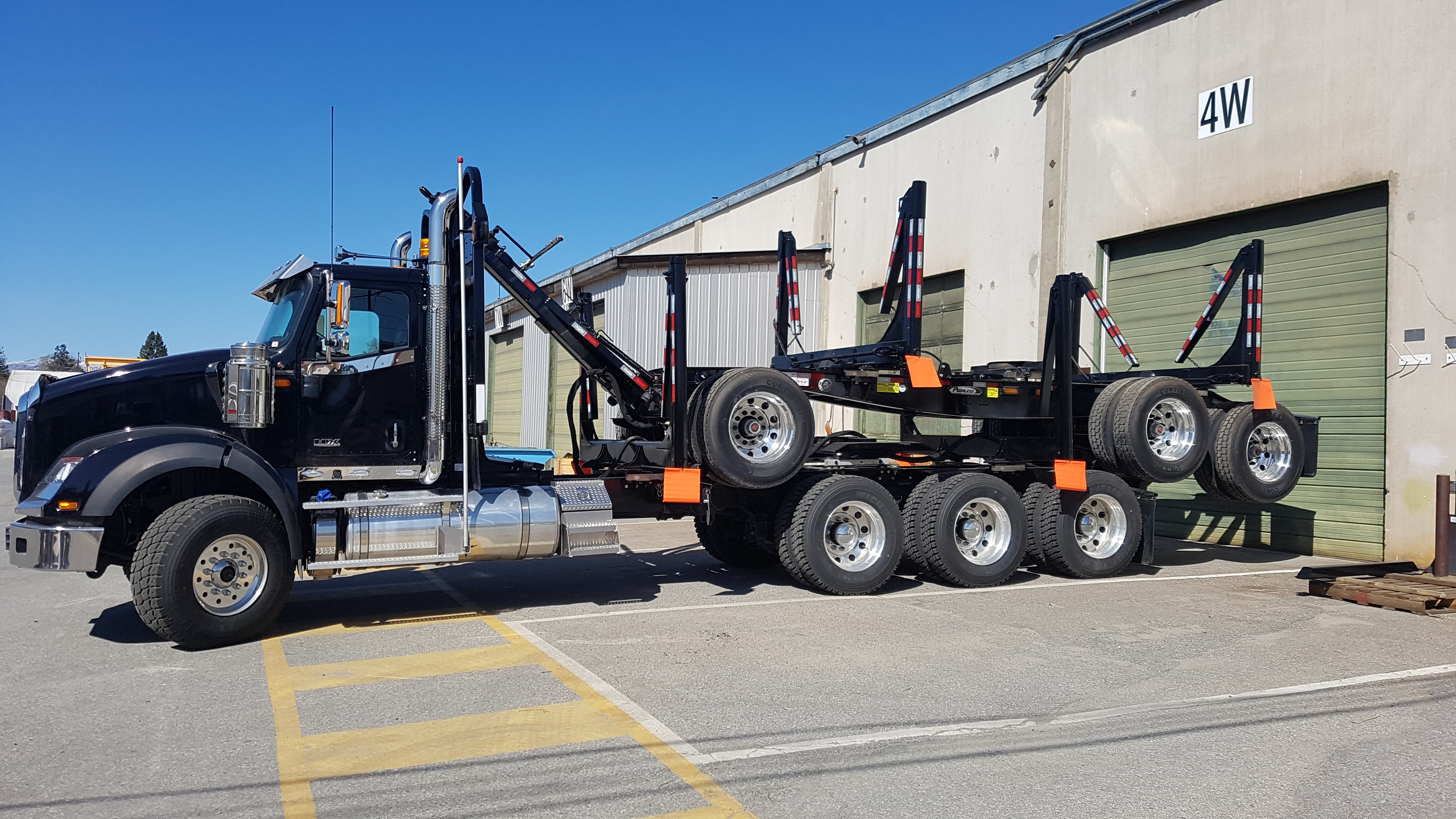 Tri-Axle Short-Long Logger Images